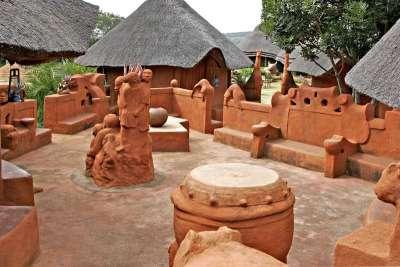 Leshiba Wilderness - Venda Village Lodge Courtyard - Limpopo